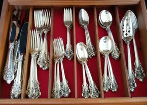 Lot 018 PP/PU Wallace Sterling Grande Baroque Flatware 9-Five Piece Dinner Setting.Large Knifes/Large Forks/Desert Forks / Teaspoons / Soup Spoons and 1 Serving Spoon /1Serving Fork PICK UP IN CARLE PLACE,NY