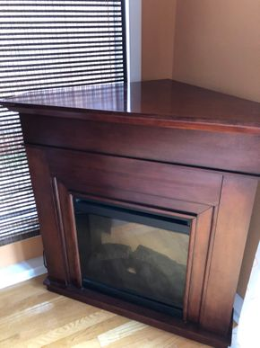 Lot 029 Corner Electric Fireplace  40Wx27Dx38H   ITEMS MUST BE PICKED UP IN LONG BEACH