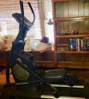 Lot 003 PRO-FORM 20.0 Cross Trainer Elliptical PICK UP IN LEVITTOWN, NY