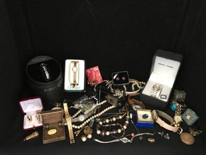 Lot 010 Lot Of Vintage Costume Jewelry. PICK UP IN INWOOD.
