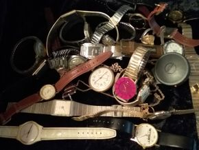 Lot 028 PICK UP Lot of Assorted Watches PICK UP IN HOWARD BEACH