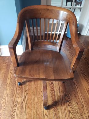 Lot 004 PU and Will Pay/ Swivel Adjustable Desk Chair Dimensions Approx. 34.25H x 20.75W x 19D PICK UP IN GARDEN CITY,NY