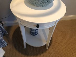 Lot 016 DEL Pair of White Round End Tables PICK UP IN PORT WASHINGTON