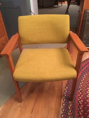 Lot 032 Scandinavian Modern Chair Made in Sweden 25.5 W x 16.5D x 31H PICK UP IN LYNBROOK