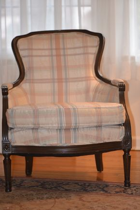 Lot 002 Pick UP Upholstered Plaid Chair 34.5H x 27W x 21L  PICK UP IN CATHEDRAL GARDENS HEMPSTEAD NY