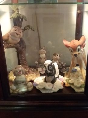 Lot 011 Disney Bambi Set In Case with Light PICK UP IN HOWARD BEACH