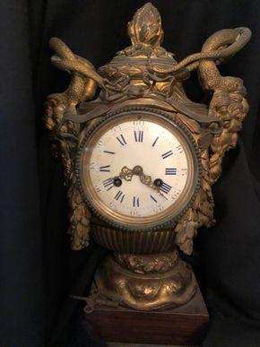 Lot 062 19thC Antique French Mantel Clock Bronze/Brass Case Missing Pendulum