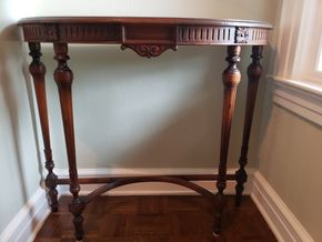 Lot 013 Vintage Console Table 34H x 39.5W x 14.5D PICK UP IN GARDEN CITY, NY
