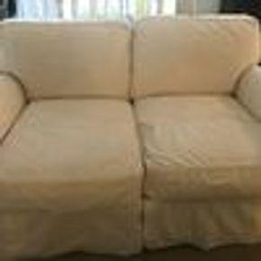 Lot 066 Love Seat 31.5H x 42W x 64L PICK UP IN WOODMERE