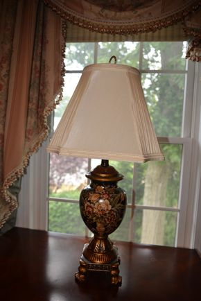 Lot 025 Pd P/U at 1:30 Table Lamp/Silk Shade 30H PICK UP IN MALVERNE,NY