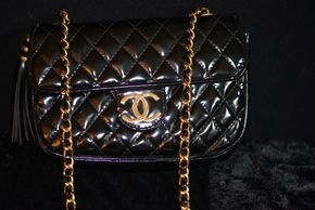 Lot 008 PICK UP IN RVC CHANEL Vinyl Quilted Handbag Single Flap (Exterior scuffs or marks. Interior Strap Broken. Interior Lining Wear.)  5.5H x 7.75W PICK UP IN ROCKVILLE CENTRE, NY