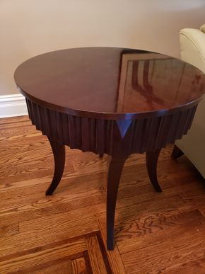 Lot 009 Ethan Allen Round Table Dimensions Approx. 28.5H x 28W PICK UP IN GARDEN CITY,NY