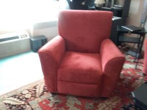 Lot 004 Jennifer Convertible Recliner Chair 39.5H X 33W X38.5L Closed. 63L When Opened. PICK UP IN HEMPSTEAD.