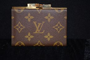 Lot 009 PICK UP IN RVC Louis Vuitton Change Purse 3.25 x 4.5 ( Condition Pre-owned some scratches) PICK UP IN ROCKVILLE CENTRE, NY