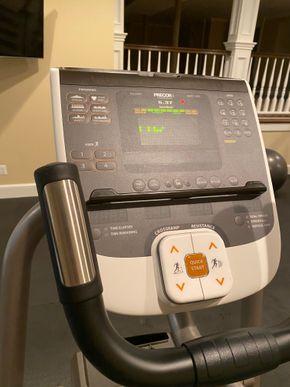Lot 029 Precor Elliptical machine PICK UP IN GARDEN CITY 1