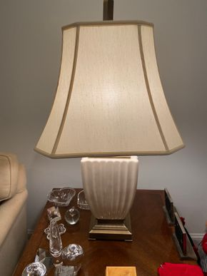 Lot 043 Large white Table lamp 36 IN H PICK UP IN HUNTINGTON