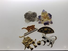 Lot 024 Lot of Costume Jewelry Pins and Brooches PICK UP IN FOREST HILLS, NY