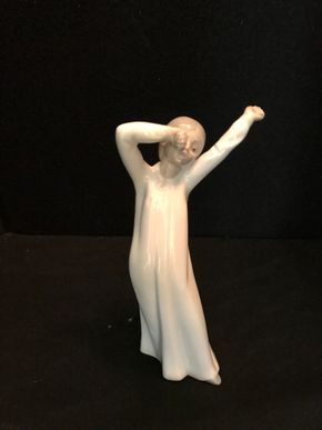 Lot 056 Lladro NAO Girl Yawning. 8 In. T. PICK UP IN BELLMORE.