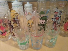 Lot 004 Lot OF Looney Tune And Archie Glasses PICK UP IN WESTBURY