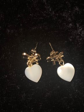 Lot 035 xGold Heart Earrings PICK UP IN GARDEN CITY