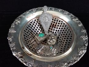 Lot 043 Lot of 3 Sterling Silver items including small Vinaigrette, Pill Box, Cabachon in a silver plated basket 3H x 7.5D
