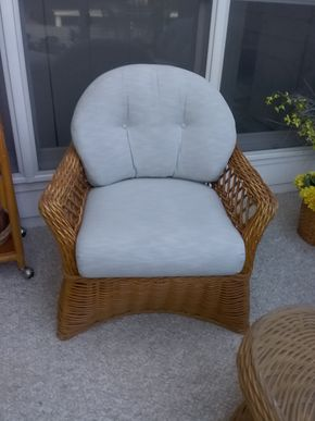 Lot 087 Rattan Chair 32H x 36W x 30.5L PICK UP IN OLD BROOKVILLE