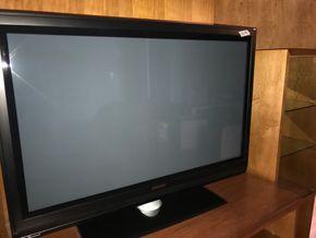 Lot 038  2007 Phillips 44 Inch TV. PICK UP IN ROCKVILLE CENTRE.