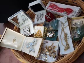 Lot 027 Lot of Costume Jewelry PICK UP IN WHITESTONE, NY