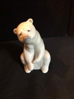 Lot 065 Lladro Polar Bear PICK UP IN GARDEN CITY