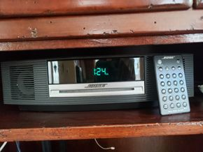 Lot 013 PU - PAY BOSE Wave Music System AM/FM Radio CD Player Alarm w/ Remote PICK UP IN EASTPORT,NY