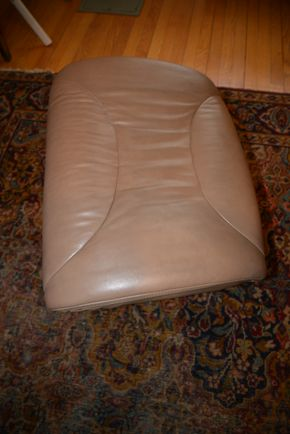 Lot 026 Leather Ottoman 16H x 22W x 18L  PICK UP IN CATHEDRAL GARDENS HEMPSTEAD NY
