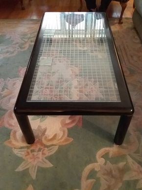 Lot 007 Wood and Glass Coffee Table 14 x 25 x 40 PICK UP IN HOWARD BEACH