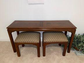 Lot 034 PU Console table 54 IN L X 17 IN W X 27 IN H with 2 upholstered stools PICK UP IN HUNTINGTON