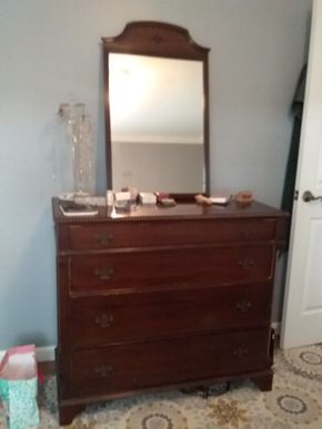 Lot 019 Traditional Dresser with Mirror 37H x 19W x 42.5L PICK UP IN GARDEN CITY