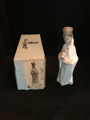 Lot 042 Lladro King Baltasar African Black Legacy Wiseman With Original Box. 8 inches Tall PICK UP IN BELLMORE.