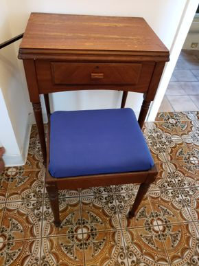 Lot 006 Vintage Singer Sewing Machine No.AH294299 includes bench As IS 31H x 23W x 17L PICK UP IN WHITESTONE, NY