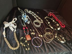Lot 006 Lot of Costume Jewelry PICK UP IN GARDEN CITY,NY
