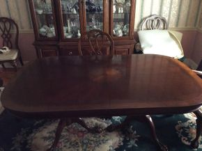 Lot 055 Mahogany Inlaid Double Pedestal Dining Room Table with 2 Leaves and Pads ITEM CAN BE PICKED UP IN GARDEN CITY
