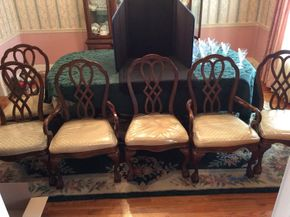 Lot 054 Lot of 6 Chairs ITEM CAN BE PICKED UP IN GARDEN CITY