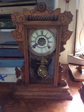 Lot 051 Waterbury Wood Shelf Clock  ITEM CAN BE PICKED UP IN DOUGLASTON