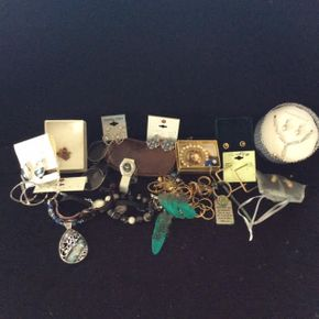 Lot 057 Lot of Costume Jewelry ITEM CAN BE PICKED UP IN DOUGLASTON