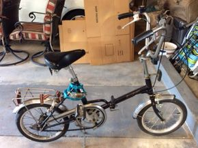 Lot 035 Raleigh Folding Bike Female ITEM MUST BE PICKED UP IN GARDEN CITY