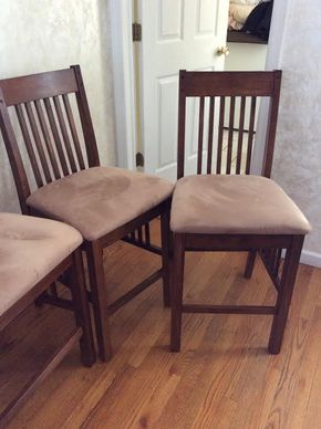 Lot 018 Lot Of 4 Pub Style High Chairs And 1 High Bench 41Tx17Wx18D ITEMS MUST BE PICKED UP IN GARDEN CITY