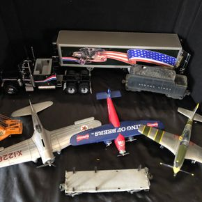 Lot 022 Lot of metal planes and trains  ITEMS MUST BE PICKED UP IN LOLNG BEACH
