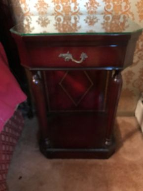 Lot 110 Mahogany Side Table With Glass Top. As IS - Stains. PICK UP IN BELLMORE.