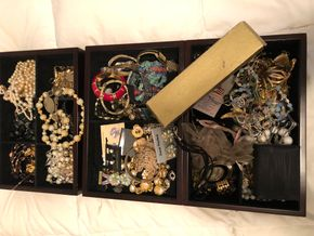 Lot 042 Lot of Costume Jewelry PICK UP IN RVC