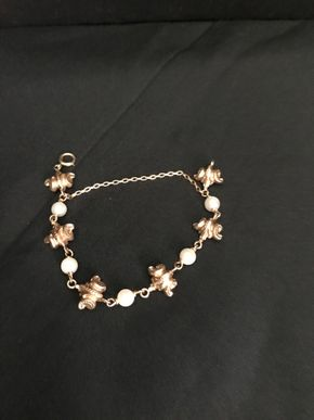 Lot 006 Pearl And  14Karat Gold Bracelet. PICK UP IN INWOOD.