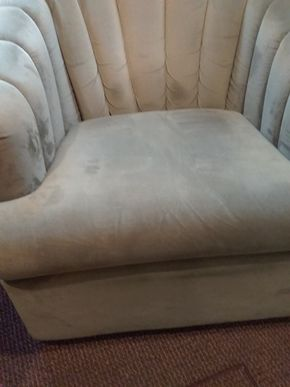 Lot 019 Upholstered Swivel Bucket Chair 29H x 31W x 29L PICK UP IN OCEANSIDE