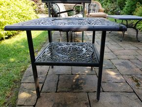 Lot 028 Pd and Picked Up Outdoor Side Table 22.125H x 27.875W x 25.875D PICK UP IN ROCKVILLE CENTRE, NY