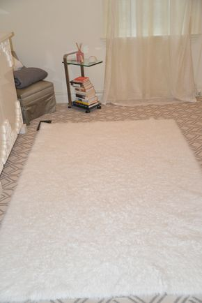 Lot 030 White Shag Area Rug 48W x 92L PICK UP IN NEW HAVEN, CT